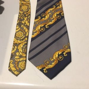 Gianni Versace silk men's tie paisley & striped